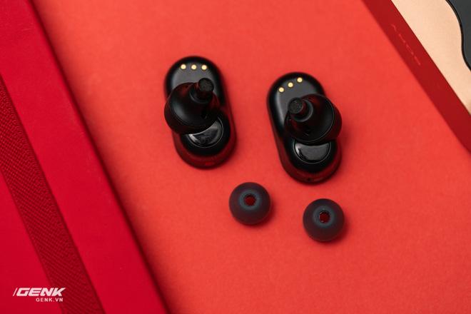 Đánh giá chi tiết tai nghe true-wireless WF-1000xm3: Muộn còn hơn là không bao giờ - Ảnh 11.