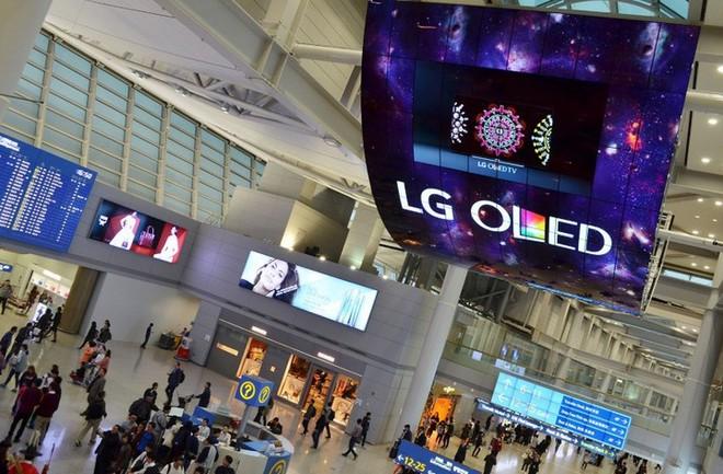 LG sắp mở cửa nhà máy sản xuất OLED mới tại Trung Quốc, tiếp tục châm ngòi cho cuộc đua trên thị trường màn hình OLED - Ảnh 1.