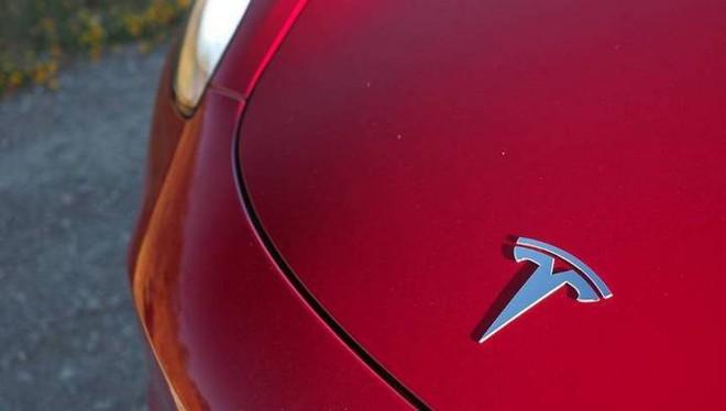 Xin lỗi Panasonic, Tesla đang tự sản xuất pin cho dòng xe điện của hãng - Ảnh 1.