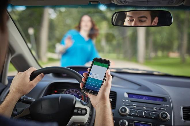 Ánh mắt là thứ khiến bạn mất tập trung khi lái xe, không phải não bộ - Ảnh 1.