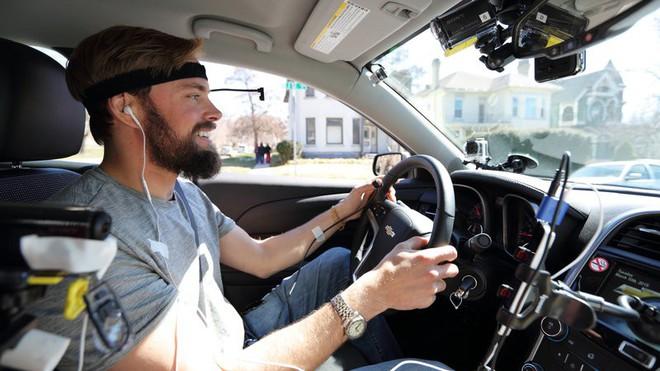Ánh mắt là thứ khiến bạn mất tập trung khi lái xe, không phải não bộ - Ảnh 4.