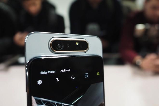 Nhìn thấu bản chất: Có S10e, A80 và sắp tới là cả A90, tại sao Samsung lại đem gà nhà đá nhau? - Ảnh 1.
