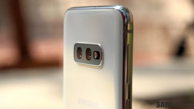 Nhìn thấu bản chất: Có S10e, A80 và sắp tới là cả A90, tại sao Samsung lại đem gà nhà đá nhau? - Ảnh 4.