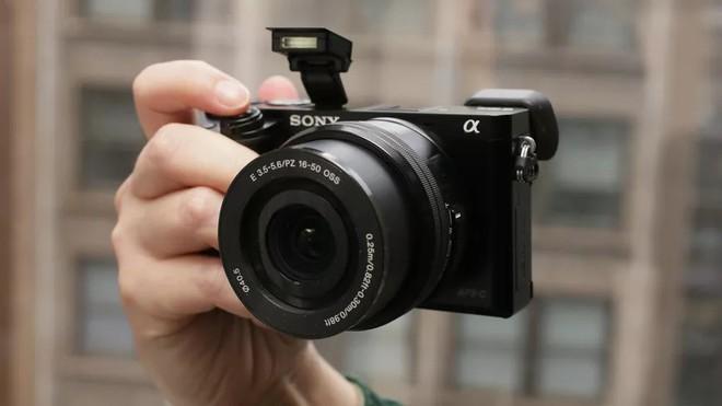 Chiếc smartphone 6 camera mang niềm hy vọng hồi sinh Sony trong lĩnh vực nhiếp ảnh di động giờ coi như đã chết trong trứng nước - Ảnh 3.