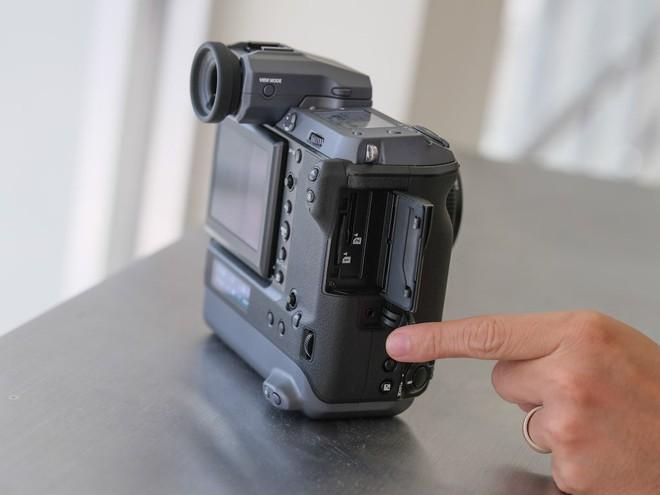 Cận cảnh máy ảnh Medium Format đắt tiền nhất của Fujifilm, mỗi body đã đốt ví bạn đến hơn 250 triệu đồng - Ảnh 13.