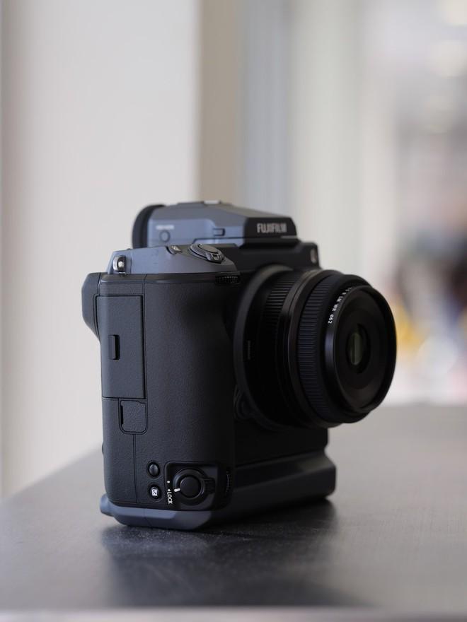 Cận cảnh máy ảnh Medium Format đắt tiền nhất của Fujifilm, mỗi body đã đốt ví bạn đến hơn 250 triệu đồng - Ảnh 14.