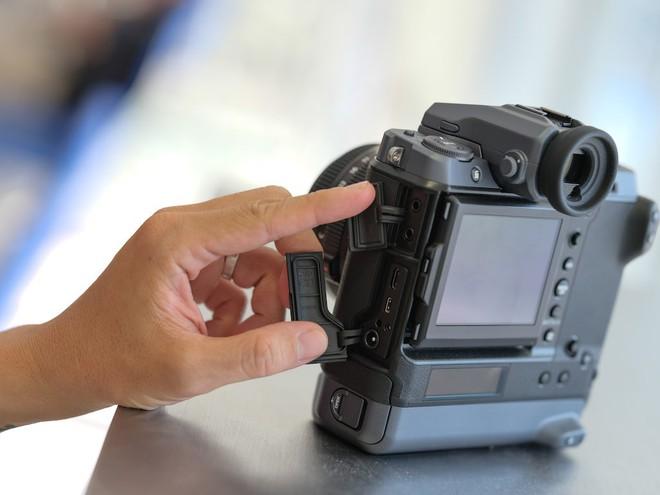 Cận cảnh máy ảnh Medium Format đắt tiền nhất của Fujifilm, mỗi body đã đốt ví bạn đến hơn 250 triệu đồng - Ảnh 15.