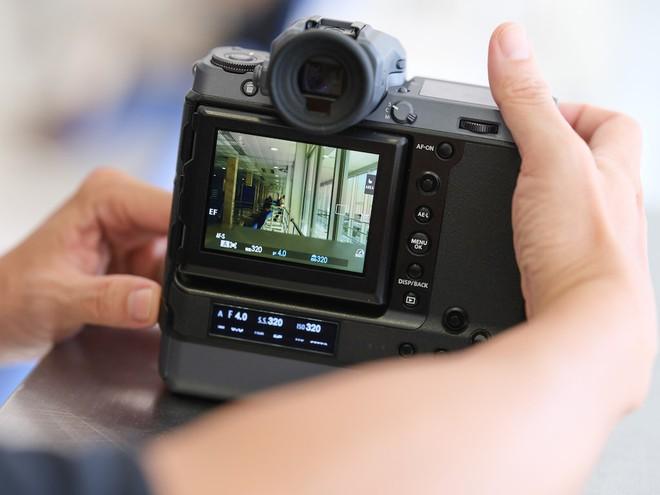 Cận cảnh máy ảnh Medium Format đắt tiền nhất của Fujifilm, mỗi body đã đốt ví bạn đến hơn 250 triệu đồng - Ảnh 16.