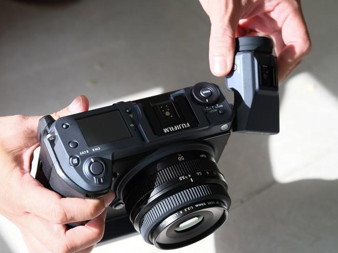 Cận cảnh máy ảnh Medium Format đắt tiền nhất của Fujifilm, mỗi body đã đốt ví bạn đến hơn 250 triệu đồng - Ảnh 17.