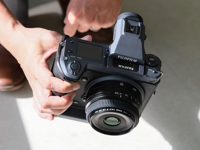 Cận cảnh máy ảnh Medium Format đắt tiền nhất của Fujifilm, mỗi body đã đốt ví bạn đến hơn 250 triệu đồng - Ảnh 4.