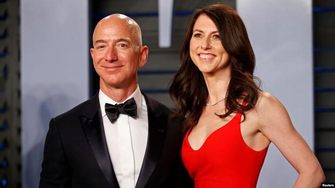 Hậu ly hôn, vợ cũ của tỷ phú giàu nhất thế giới trở thành mục tiêu vàng trong làng thả thính online - Ảnh 3.