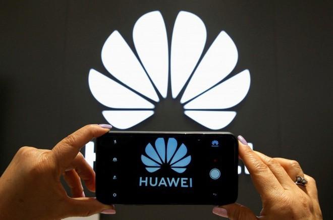 Mỹ trì hoãn cấp phép bán hàng trở lại cho Huawei sau khi Trung Quốc có động thái hoãn mua nông sản Mỹ - Ảnh 2.