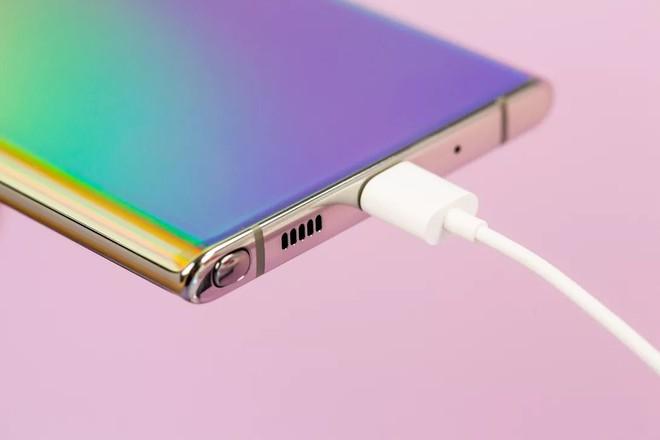 Cứ khen Apple dũng cảm, nhưng Samsung nay còn dũng cảm hơn - Ảnh 2.