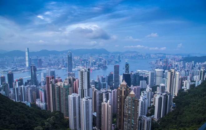 Bộ ảnh hiếm về những căn hộ siêu nhỏ ở Hong Kong, được ví như những cỗ quan tài - Ảnh 1.