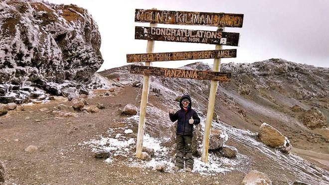 Phượt thủ 9 tuổi chinh phục đỉnh Kilimanjaro huyền thoại ở Châu Phi chỉ trong 7 ngày - Ảnh 4.