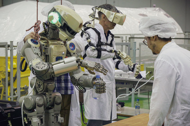 Nga sắp đưa lên trạm ISS một nhân viên tập sự đặc biệt: Một con robot có khiếu hài hước - Ảnh 4.
