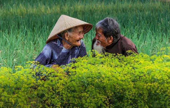 """Được hỏi """"tình yêu là gì"""", nhiếp ảnh gia người Việt và đồng nghiệp liền đáp lại bằng loạt ảnh ấn tượng - Ảnh 1."""