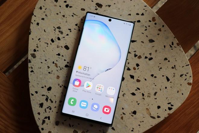 Bán hết công nghệ hàng đầu cho các đối thủ, Samsung là kẻ hào phóng nhất ngành smartphone? - Ảnh 1.