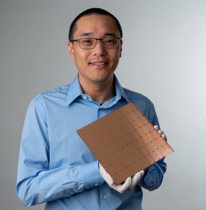 Một startup nhỏ vừa ra mắt con chip AI khổng lồ với 400.000 lõi, 1,2 nghìn tỷ bóng bán dẫn - Ảnh 2.