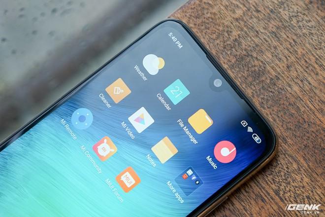 Trên tay Xiaomi Redmi Note 7 màu Trắng Ánh Trăng: viền mạ copy thiết kế iPhone, giá 4,99 triệu đồng - Ảnh 9.