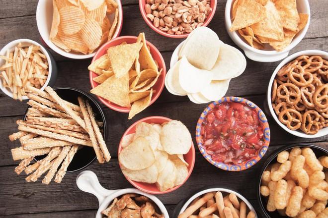 Ăn càng ít muối, nguy cơ mắc bệnh tim mạch và tử vong sớm sẽ càng giảm - Ảnh 2.