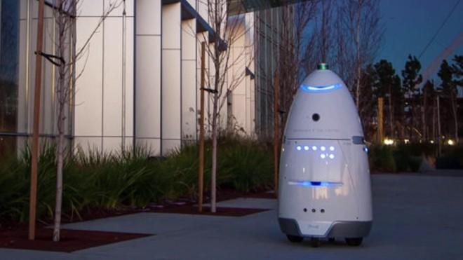 Robot tuần tra an ninh tự tử tại đài phun nước công cộng, có lẽ vì công việc quá áp lực? - Ảnh 3.