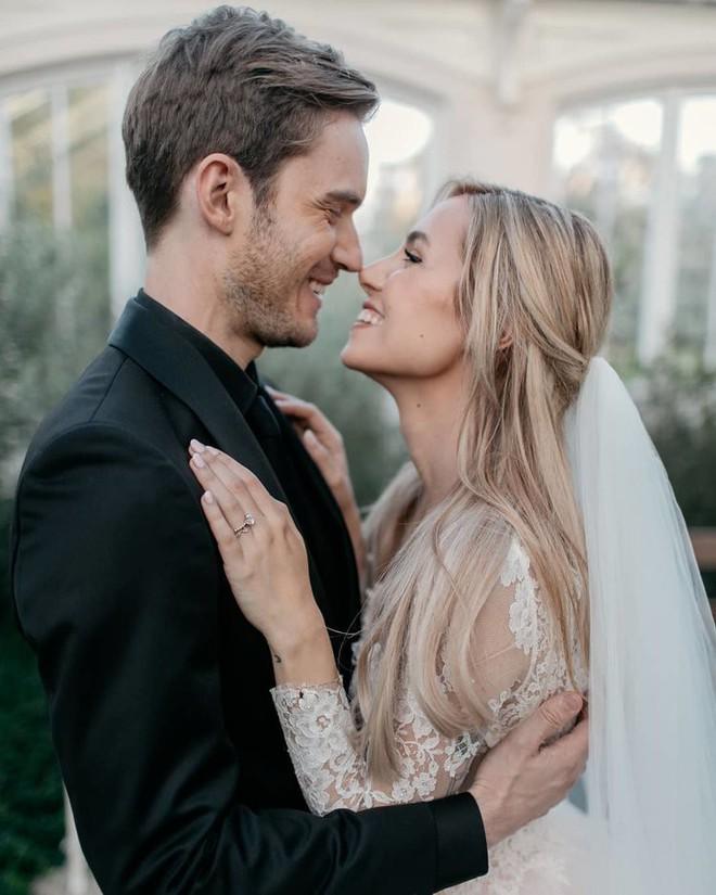 YouTuber nổi tiếng bậc nhất thế giới PewDiePie vừa chính thức kết hôn, mời xem chùm ảnh cưới của anh - Ảnh 1.