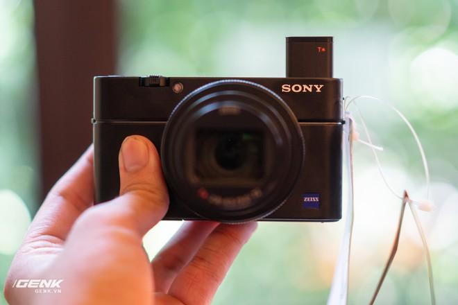 Trên tay nhanh bộ đôi máy ảnh cao cấp Sony RX100 VII và Alpha A7R IV tại Việt Nam - Ảnh 1.