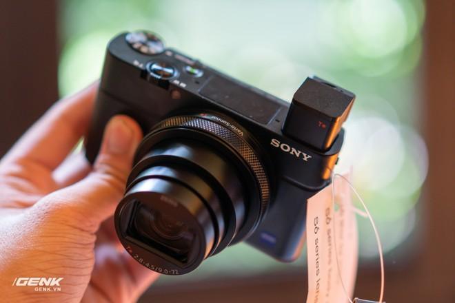 Trên tay nhanh bộ đôi máy ảnh cao cấp Sony RX100 VII và Alpha A7R IV tại Việt Nam - Ảnh 2.