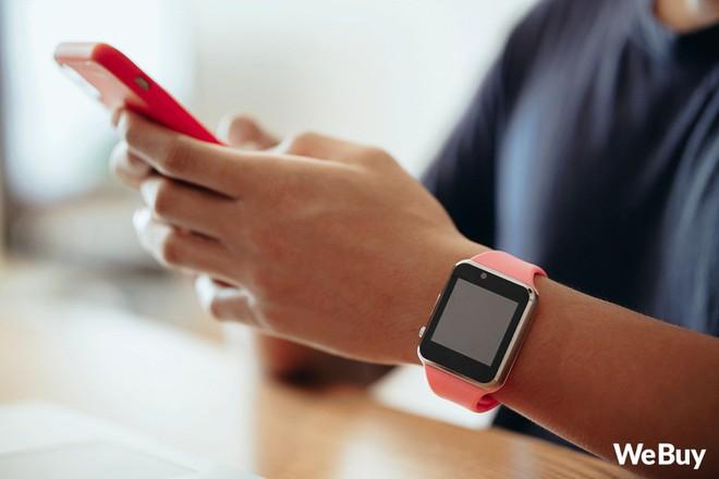 Review nhanh gọn Smartwatch cho trẻ em giá 99K: Có khe SIM, thẻ nhớ, cho nghe nhạc chụp ảnh nhưng cái quan trọng nhất lại thiếu - Ảnh 2.