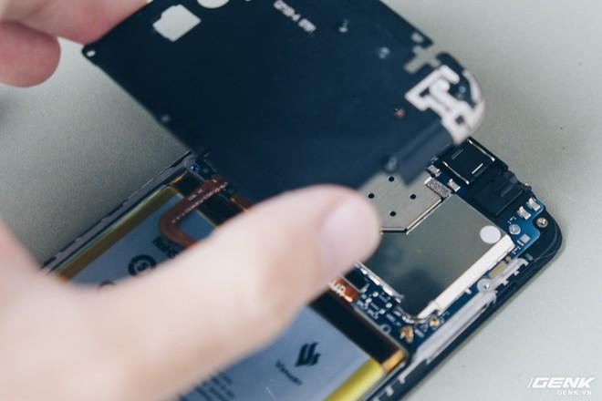 Mổ bụng Vsmart Star: Bên trong smartphone giá rẻ của Vsmart có gì? - Ảnh 5.
