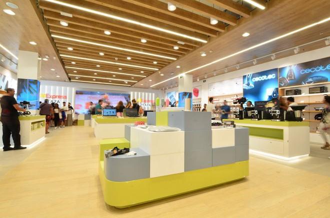 Alibaba sẽ đối đầu trực tiếp với Amazon trên lĩnh vực mua sắm trực tuyến tại châu Âu - Ảnh 1.