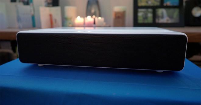 Máy chiếu laser 150 inch của Xiaomi cho chất lượng âm thanh tuyệt vời, nhưng giá thì khá chát - Ảnh 2.