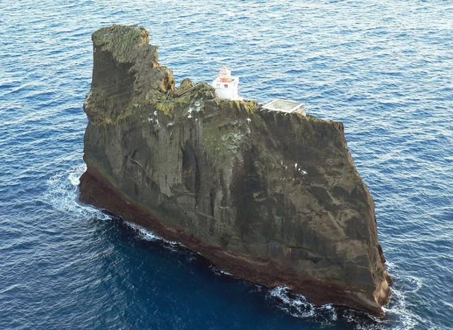 Ngọn hải đăng bị cô lập ở Iceland này là nơi hoàn hảo để tránh một đại dịch zombie - Ảnh 1.