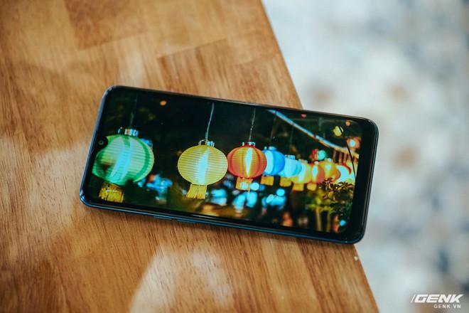 """Đánh giá Galaxy A10s: Bản nâng cấp đáng giá chỉ sau nửa năm, thêm camera, pin """"khủng"""" hơn, chơi game tốt hơn - Ảnh 4."""