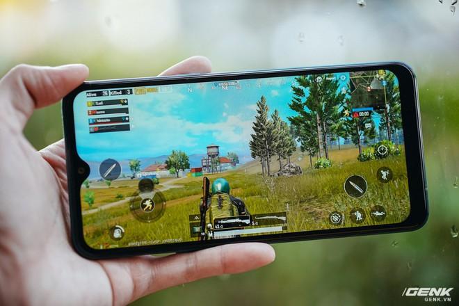 """Đánh giá Galaxy A10s: Bản nâng cấp đáng giá chỉ sau nửa năm, thêm camera, pin """"khủng"""" hơn, chơi game tốt hơn - Ảnh 5."""