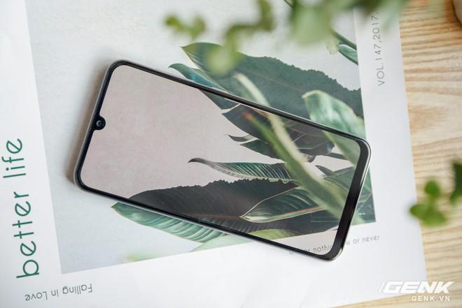 Cận cảnh Galaxy A50s: thiết kế độc đáo, vân tay dưới màn hình, 3 camera mà giá chỉ 7.8 triệu đồng - Ảnh 6.