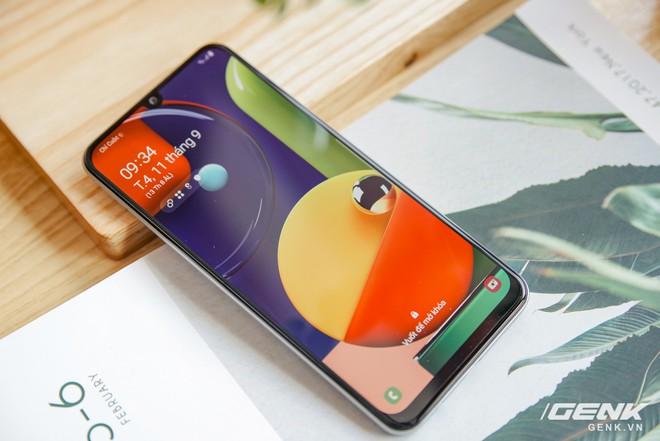 Cận cảnh Galaxy A50s: thiết kế độc đáo, vân tay dưới màn hình, 3 camera mà giá chỉ 7.8 triệu đồng - Ảnh 14.