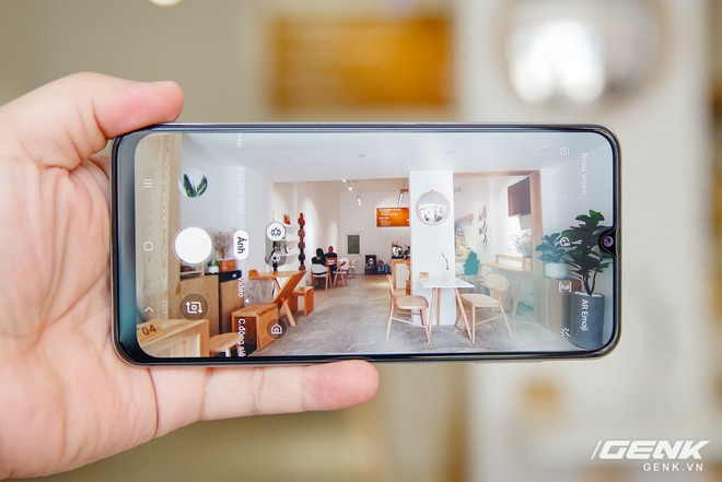 Cận cảnh Galaxy A50s: thiết kế độc đáo, vân tay dưới màn hình, 3 camera mà giá chỉ 7.8 triệu đồng - Ảnh 10.