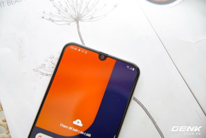 Cận cảnh Galaxy A50s: thiết kế độc đáo, vân tay dưới màn hình, 3 camera mà giá chỉ 7.8 triệu đồng - Ảnh 12.