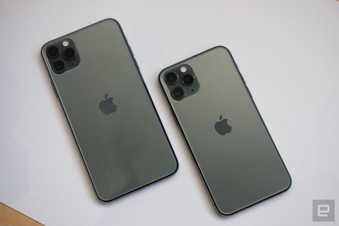 Cận cảnh iPhone 11 Pro và 11 Pro Max: Mặt lưng kính mờ, cụm camera hài hước, không thực sự có nhiều cải tiến - Ảnh 1.