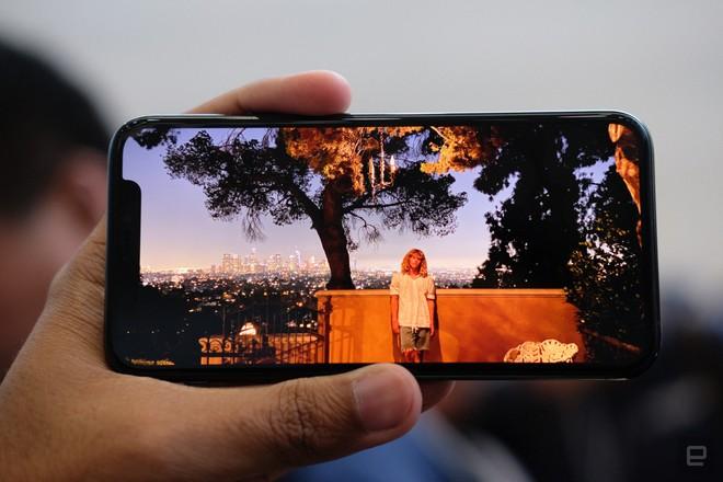 Cận cảnh iPhone 11 Pro và 11 Pro Max: Mặt lưng kính mờ, cụm camera hài hước, không thực sự có nhiều cải tiến - Ảnh 11.