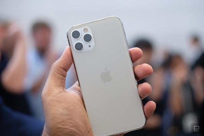 Cận cảnh iPhone 11 Pro và 11 Pro Max: Mặt lưng kính mờ, cụm camera hài hước, không thực sự có nhiều cải tiến - Ảnh 13.