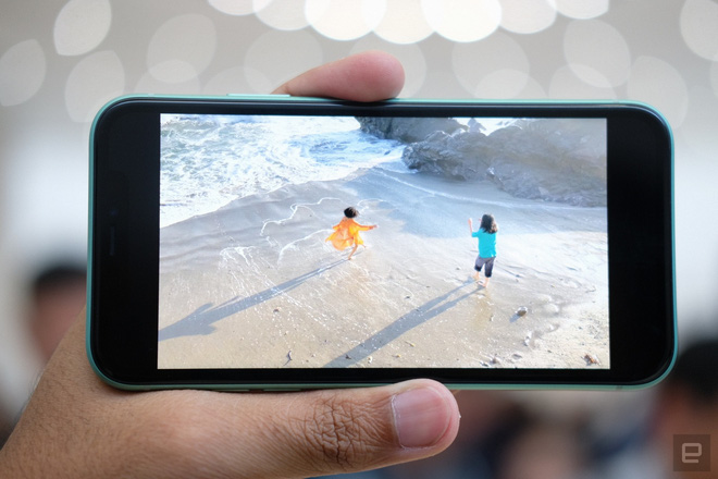 Cận cảnh iPhone 11: Chiếc iPhone flagship giá rẻ nhất của Apple - Ảnh 7.