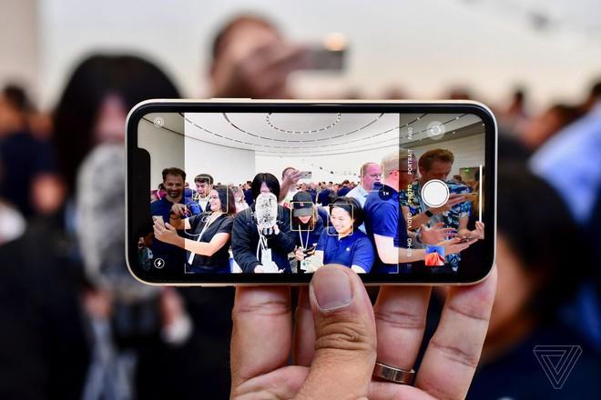 Cận cảnh iPhone 11: Chiếc iPhone flagship giá rẻ nhất của Apple - Ảnh 11.