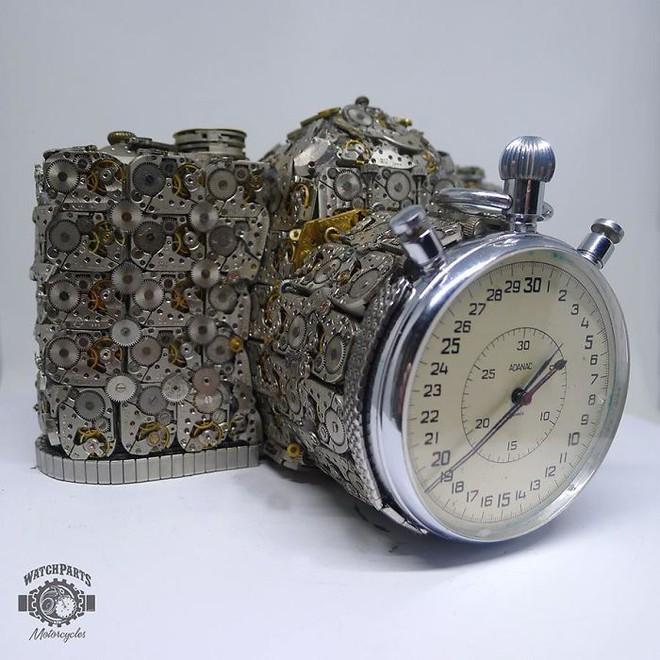 Không nỡ vứt mảnh đồng hồ cũ, chàng trai bèn độ nó thành loạt tác phẩm nghệ thuật đẹp mê hồn - Ảnh 19.