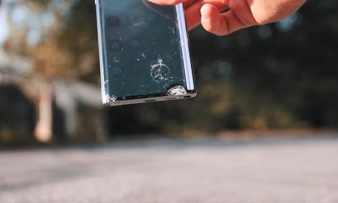 So kè độ bền giữa Galaxy Note 10 và cục gạch Nokia 3310 với thử thách thả rơi từ độ cao hơn 300 mét - Ảnh 4.
