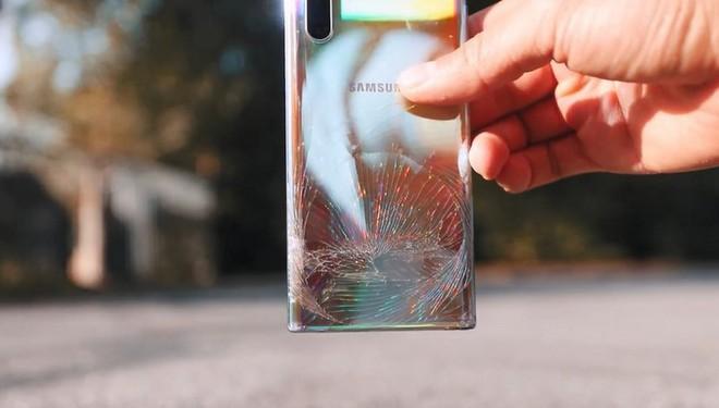 So kè độ bền giữa Galaxy Note 10 và cục gạch Nokia 3310 với thử thách thả rơi từ độ cao hơn 300 mét - Ảnh 5.