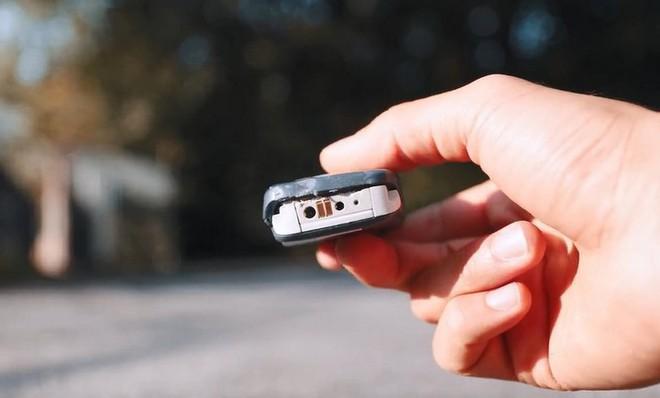 So kè độ bền giữa Galaxy Note 10 và cục gạch Nokia 3310 với thử thách thả rơi từ độ cao hơn 300 mét - Ảnh 6.