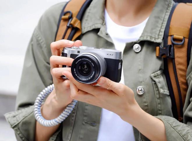 Fujifilm công bố máy ảnh không gương lật X-A7: Ngàm X-mount, giá rẻ chỉ 700 USD - Ảnh 2.